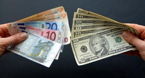 Куда выгодно вложить валюту(доллар, евро)?