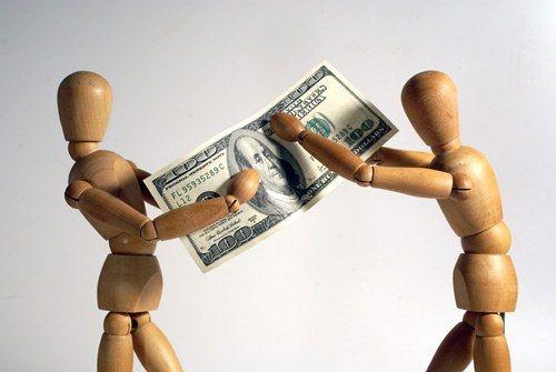 Можно ли давать деньги в долг или стоит отказать друзьям, соседям, родственникам, коллегам
